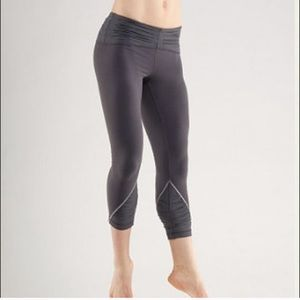 Lululemon embrace crop